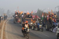 Republic Day Tractor Rally: Farmers Break Barricades, Police Issue Traffic Advisory; Check Details