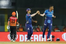 Hardik Runs Out Warner, SRH Need 55 Of 42 Balls