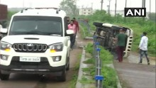 Police Car In Convoy Taking Gangster Vikas Dubey To Kanpur Overturns