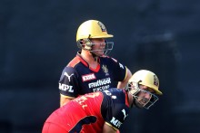 AB De Villiers, Glenn Maxwell Fifties Power Bangalore To 204/4