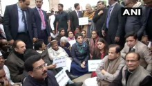Live Updates: Priyanka Gandhi Sits On Dharna At India Gate To Protest Crackdown On Students