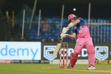 RR Vs KXIP LIVE: Smith Gone After Hitting Fifty, Rajasthan Need 124 In 66