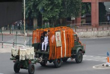 Live Updates: Arun Jaitley's Funeral Procession Reaches Nigambodh Ghat, Cremation Shortly
