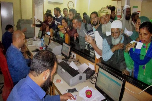 Centre May Tax Cash Withdrawals From Banks To Encourage Digital Transactions