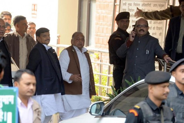 Samajwadi Party Feud Escalates, Akhilesh Seeks Early Decision While Mulayam Says He's Still Boss