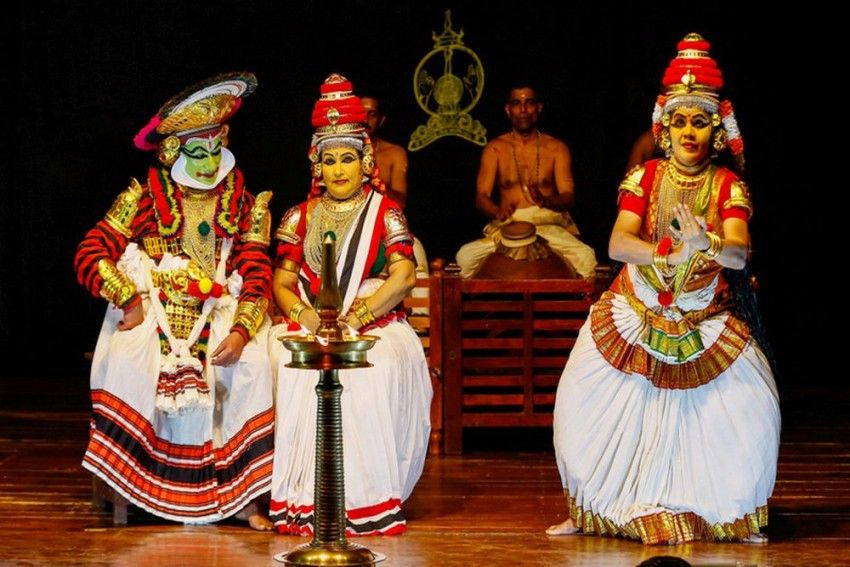 Koodiyattam: Diwali Or Not, The Lamp Is Focal To This Drama And Documentary