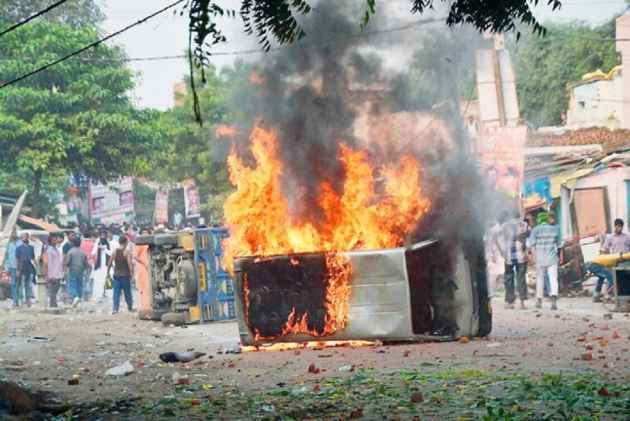 Many Injured In Clashes During Muharram Procession In Vadodara And Kanpur, Vehicles Set On Fire
