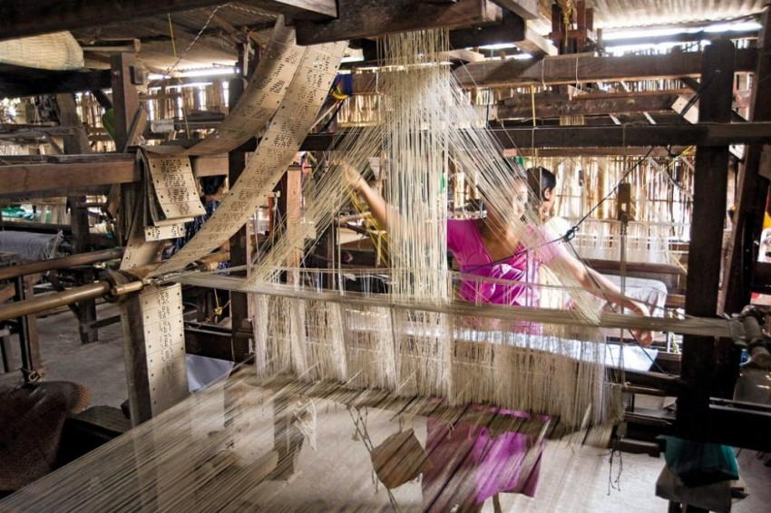 How GST Is Tearing The Indian Handloom Weaving Industry Apart