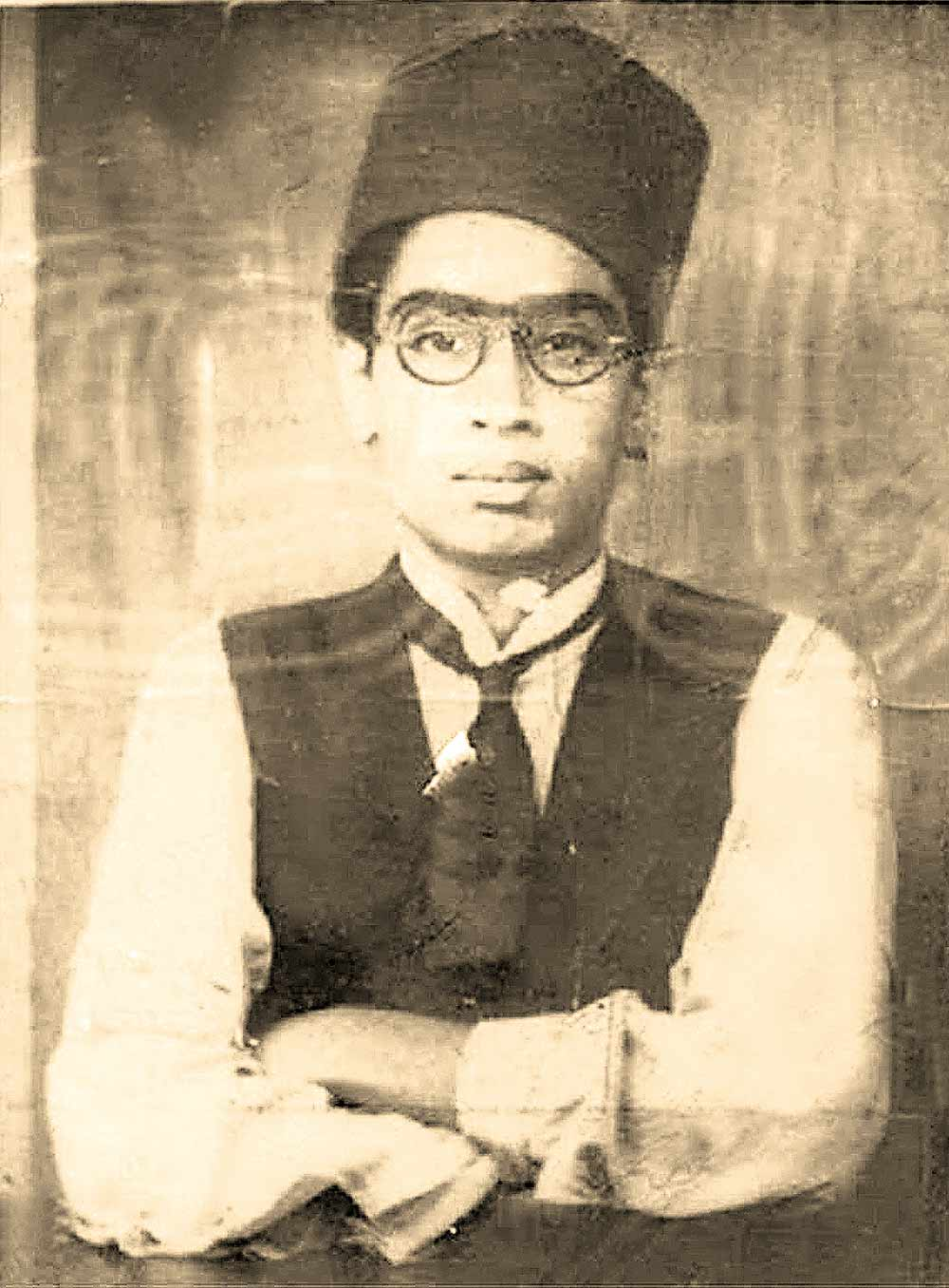 MGR (1917-87) So Dear To The Masses