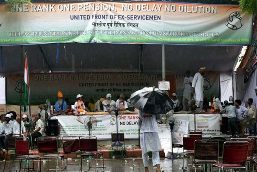 Tents Used By Army Veterans For OROP Protest At Jantar Mantar Uprooted