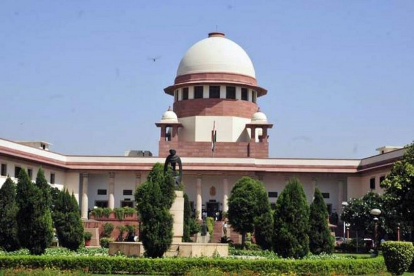 SC To Set Up Constitution Bench To Hear Petitions Challenging Centre's Decision To Make Aadhaar Mandatory To Avail Services