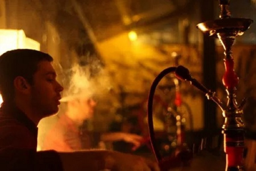 Delhi Government To Cancel Licenses of Restaurants And Eateries Allowing Hookah Smoking