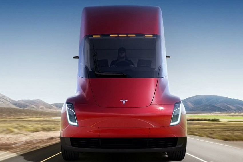 Tesla Semi All-Electric Truck Unveiled