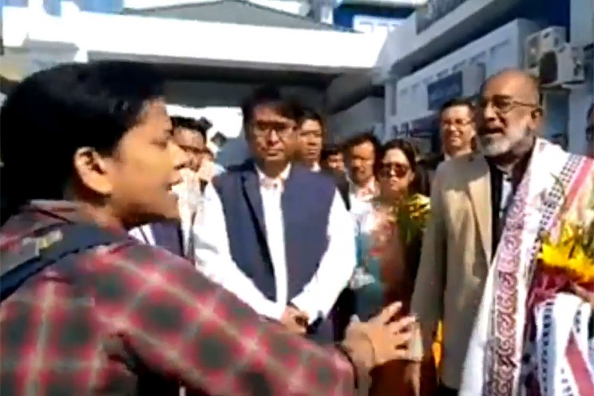 Tourism Minister Alphons Kannanthanam Gets An Earful From A Woman Passenger At Imphal Airport