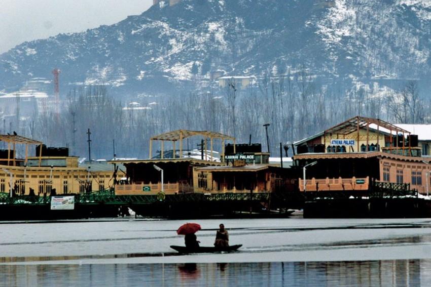 Kashmir Tourism Dept Woos Tourists From Bangladesh,Thailand