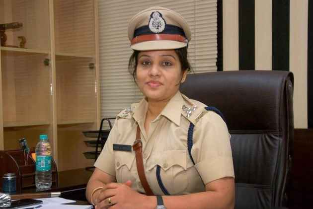 Sasikala Jail Bribery Case: Karnataka Cop D. Roopa Sued By Former DGP Accused Of Accepting Bribe