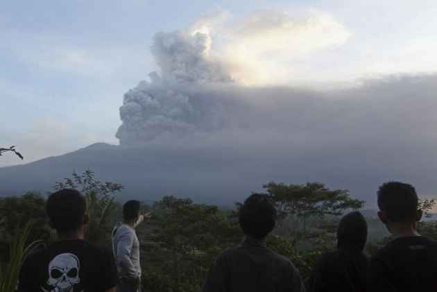Bali Airport Reopens After Hit By Volcano Ash