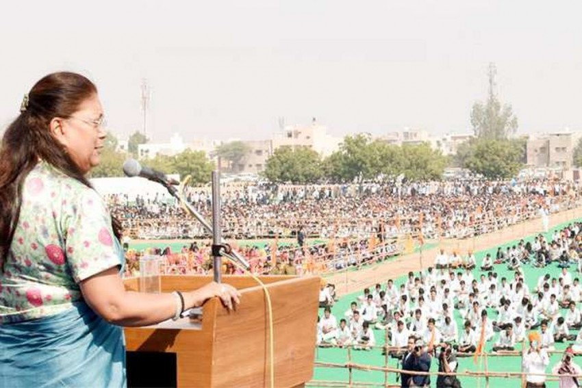 On Demonetisation Anniversary, Vasundhara Raje Govt To Make 50,000 People Sing <em>Vande Mataram</em>