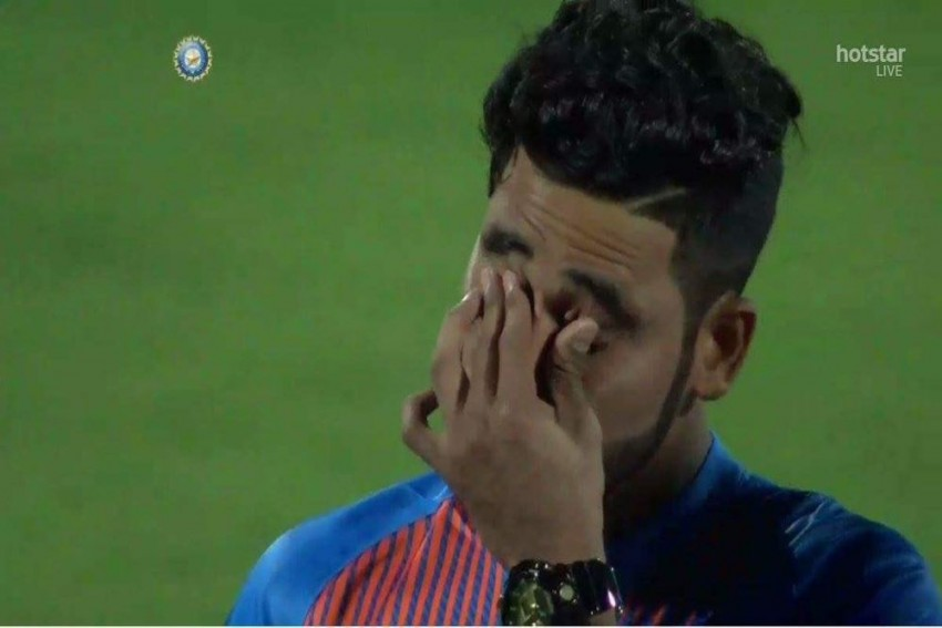 On Debut, Auto Driver's Son Mohammed Siraj Breaks Into Tears By End Of National Anthem