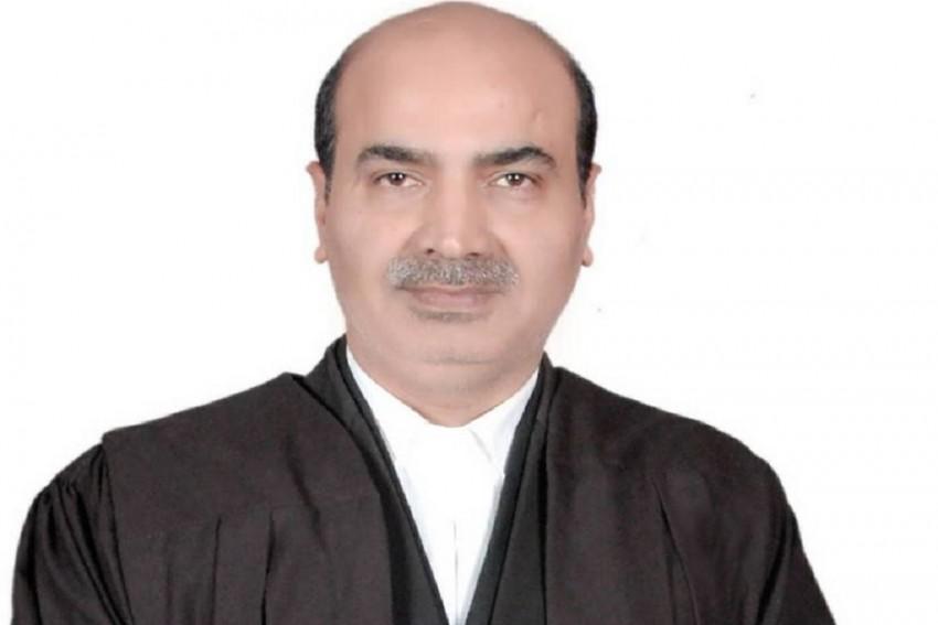 Bar MLAs, MPs From Practising Law, Writes BJP Spokesperson Ashwini Upadhyay To CJI, BCI Chairman