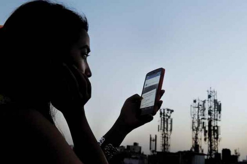 CAG Finds 5 Telecom Firms Including Reliance Jio, Videocon, Tata Tele, Telenor Understated Revenue By Rs 14,800 Cr