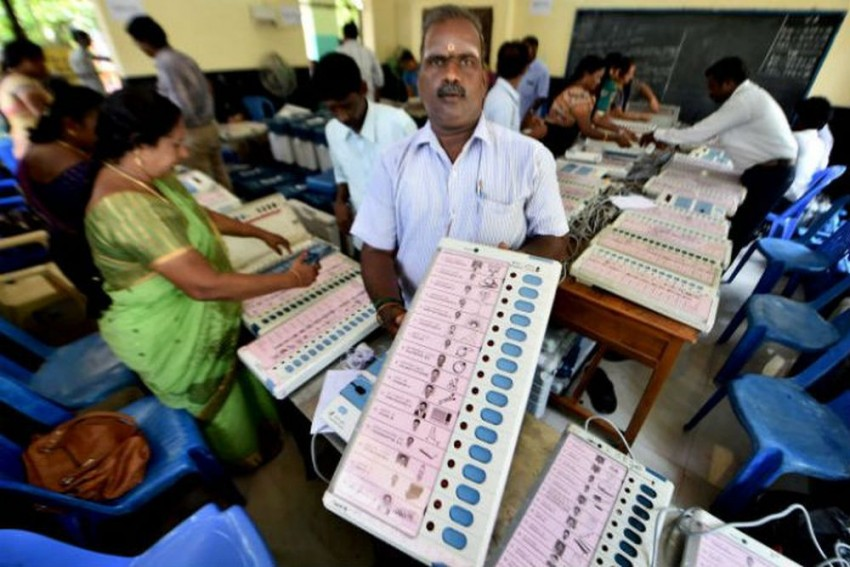 RK Nagar By-Poll: Voting Begins In Late Jayalalithaa's Constituency