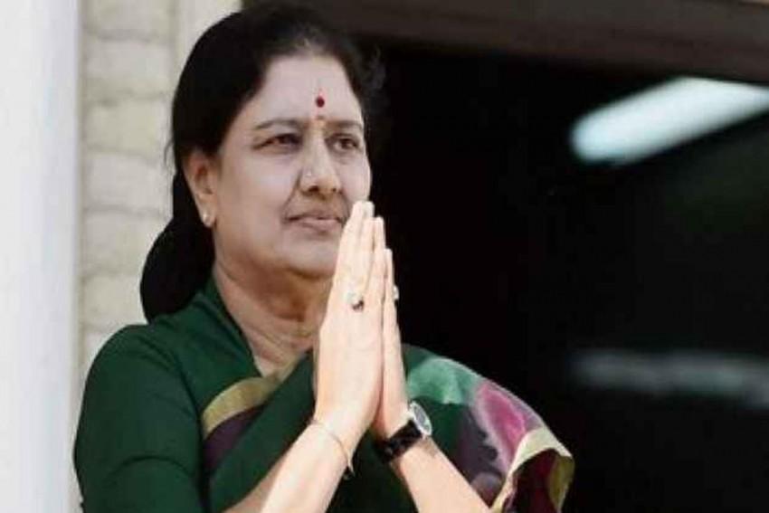 Sasikala Is On '<em>Mauna Viratham</em>' Since Amma's Death Anniversary, Says Dhinakaran After Visiting Her in Jail