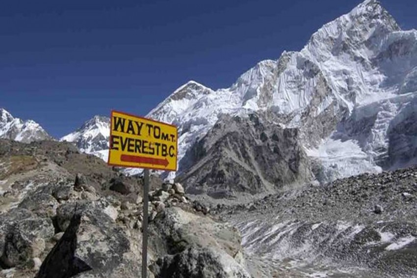 Nepal Bans Solo, Specially Abled Climbers From Mount Everest