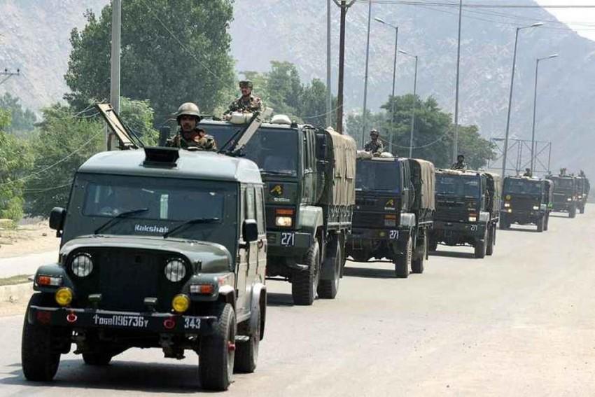 Jammu And Kashmir: Army Convoy Attacked, Jawan Injured