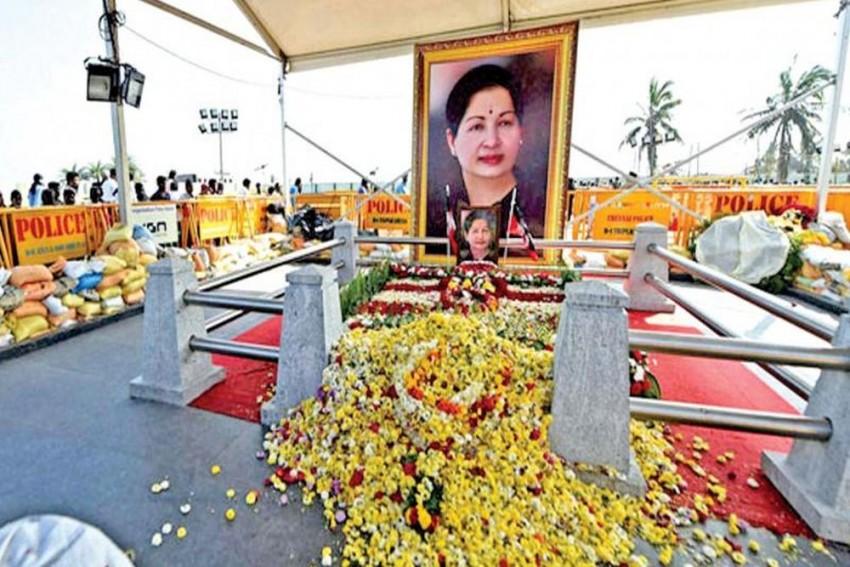 Jayalalithaa's Death Anniversary Today: Palaniswami, Pannneerselvam Lead Silent March In Chennai
