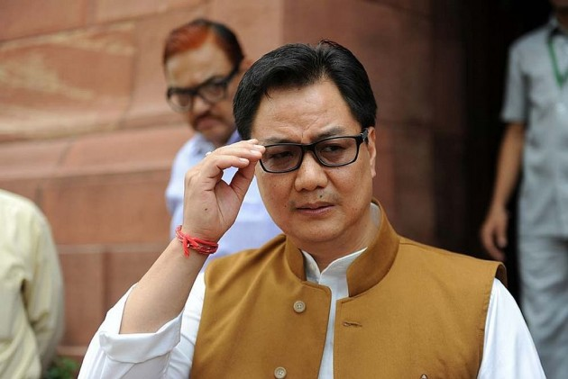 Rijiju Tweets Video Of Soldier Slamming 'Anti-Nationals,' Twitterati Ask Why The Minister Was Not Pained For Tej Bahadur