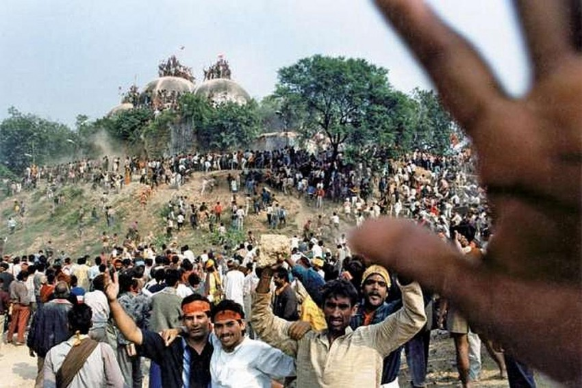 Babri Masjid Demolition: SC Adjourns Hearing On CBI Plea To Revive Conspiracy Charges Against Leaders, Including Advani