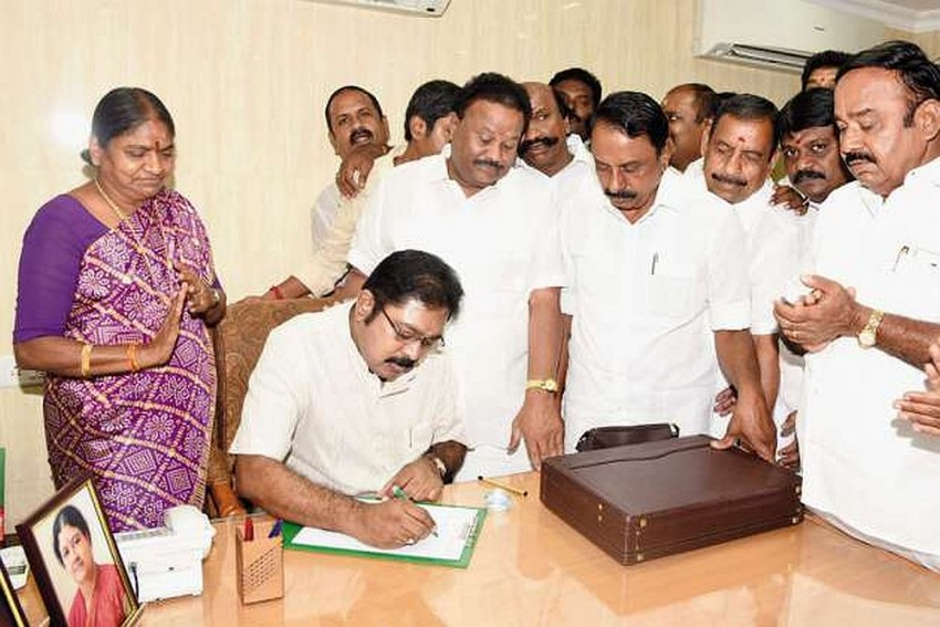 Sasikala's Nephew Dinakaran Confident That New Hat Symbol Will Lead His Faction To Victory In Bypoll