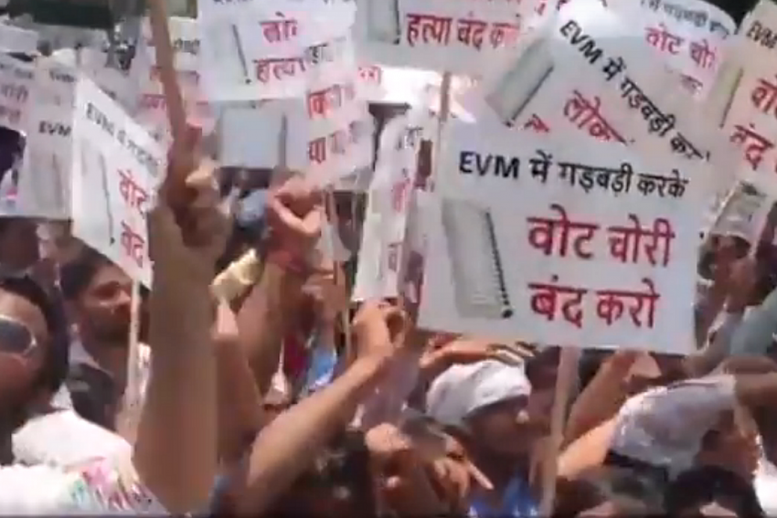 Watch: AAP Workers Protest Outside EC's Office, Demand VVPAT-Equipped EVMs For Future elections