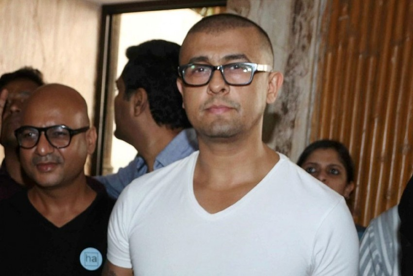 Singer Sonu Nigam Quits 'One-Sided' Twitter After Abhijeet Bhattacharya's Account Suspended, Supports Rawal