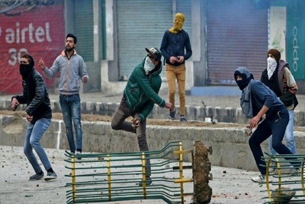 Secret Intel Docs Show Pakistan's ISI Funds Hurriyat To Create Trouble In Kashmir, Says Channel Report