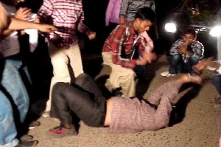 Woman Cancels Wedding After Watching Drunk Groom's 'Nagin Dance'