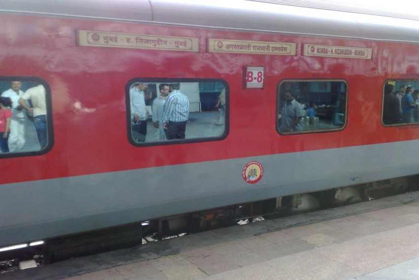25 Passengers Allegedly Drugged, Robbed Of Worth Rs 10-15 Lakh Onboard Mumbai-Delhi Rajdhani Express
