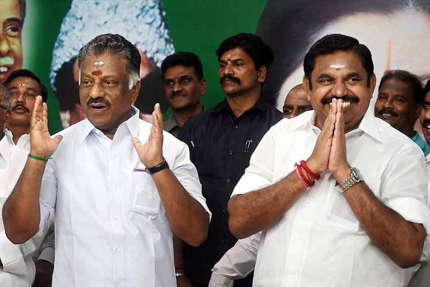 Sasikala Loyalists Withdraw Support To EPS, Will Tamil Nadu Governor Now Ask For A Floor Test?