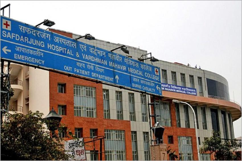 Resident Doctors Of Safdarjung Hospital Go On Indefinite Strike After Patient's Kin Manhandle Colleague