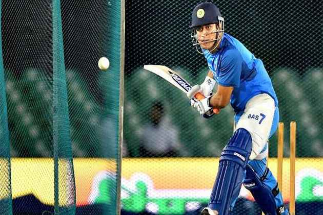 MS Dhoni Eyes A 'Triple Hundred' As India Look To Consolidate Lead Against Sri Lanka