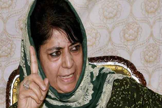 Mehbooba Mufti Visits Farooq Abdullah's Residence To Discuss Ways To Protect Article 35(A)