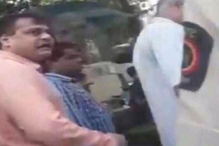On Video, BJP Lawmaker Assaults Hawkers, Abuses Policemen In Mumbai