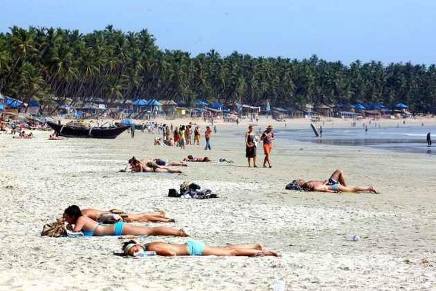 Goa Tourism Dept Mulling Ban On Serving Drinks In Glass Bottles On Beaches