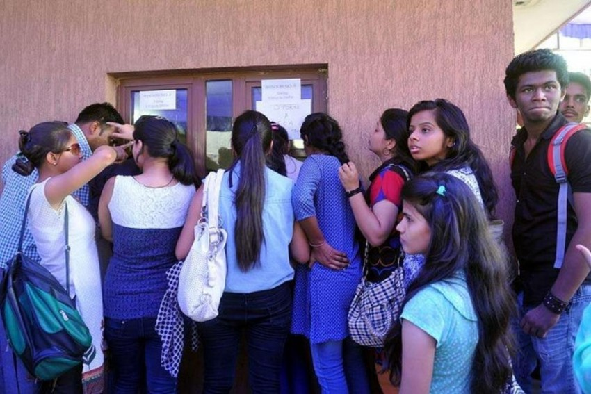 Tamil Nadu Medical Colleges Say No To Leggings, Jeans, Tight-Fitting Clothes