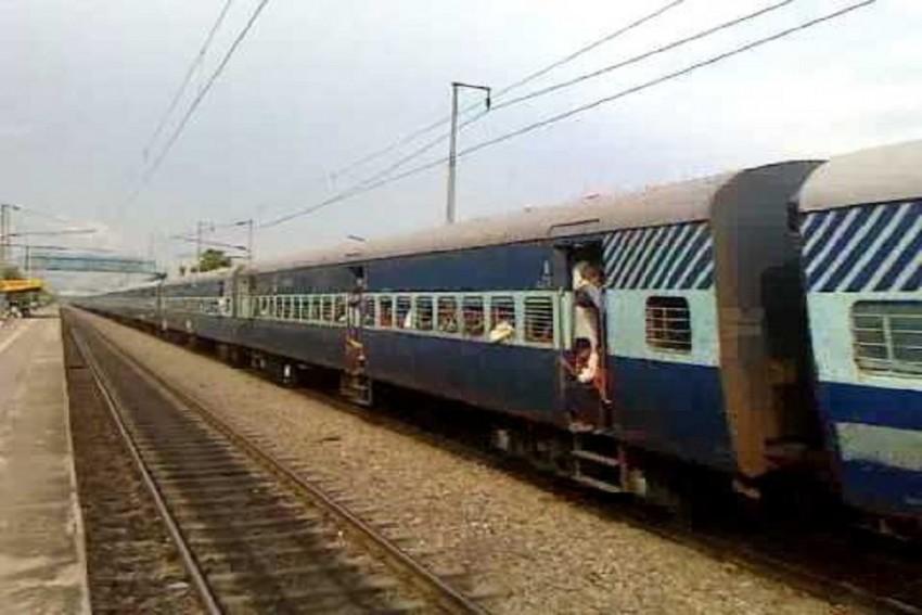 Bihar: Engine of Magadh Express Train Catches Fire, Alert Driver Averts Tragedy
