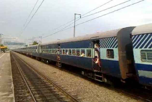 Bihar: Engine of Magadh Express Train Catches Fire, Alert Driver Averts Tragedy