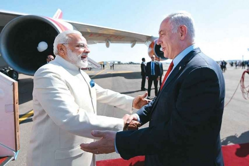 Modi, Netanyahu Bond In Gujarat, Hold Grand Roadshow