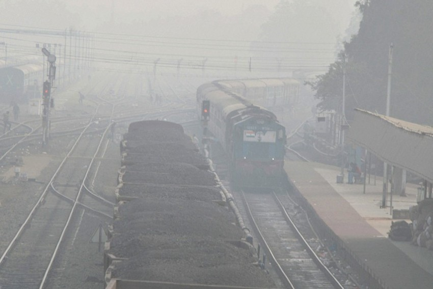 Cold Wave Hampers Train Services In Delhi, 10 Cancelled, 35 Delayed