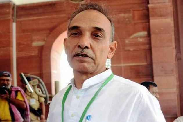 Anti-Darwin HRD Minister Satyapal Singh Is A Self-Proclaimed Arya Samajist Who Organised <em>Havans</em> At Police Stations